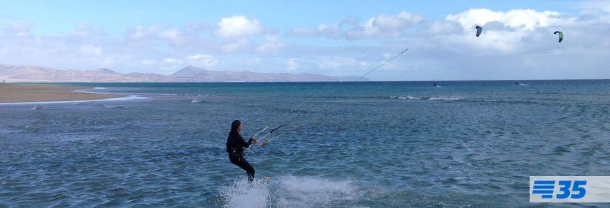 Kitesurfen met aflandige wind