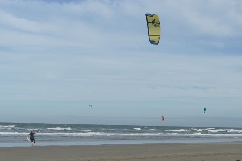 Kitesurfer Nicole met switchblade